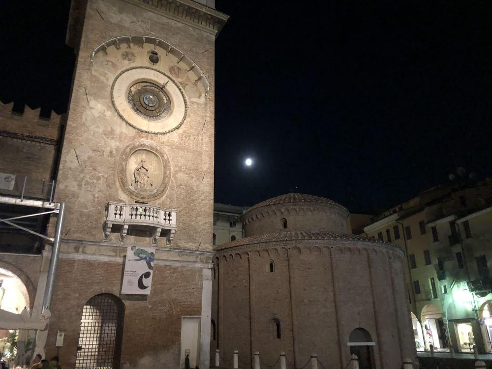 Mantua at night