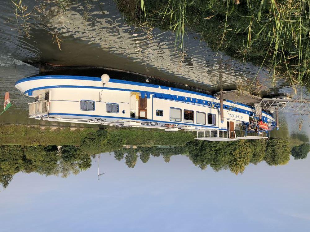 Our Barge Vita Pugna